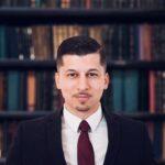 man in front of books Nicholas Giovino